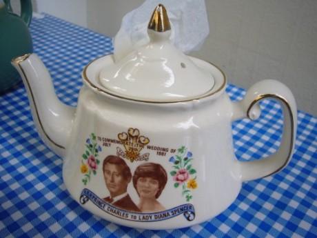 Teekanne zu Ehren der Hochzeit von Charles und Diana